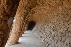 Barcellona, Spanien - Steinsäulen am Park Guell, die Stadtkunst entwarfen durch Antoni Gaudi Stockfotografie