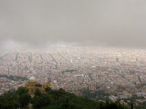 Barcelona bajo las nubes de lluvia Imágenes de archivo libres de regalías