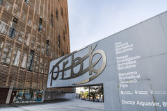 Barcelona biomedicalforskning parkerar, Parc Recerca Biomedica, byggande som planläggs av Manuel Brullet och Albert de Pineda Bar Arkivbild