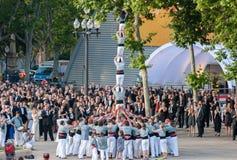 barcelona castellers de En castell - är ett mänskligt torn som traditionellt byggs i festivaler arkivfoton