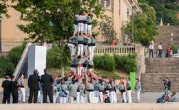 barcelona castellers de En castell - är ett mänskligt torn som traditionellt byggs i festivaler royaltyfria bilder