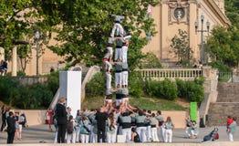 barcelona castellers de En castell - är ett mänskligt torn som traditionellt byggs i festivaler arkivbilder