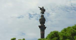 BARCELONA, CATALONIË - JULI ZESENTWINTIGSTE 2017: Christopher Columbus-monument in Barcelonetta stock video