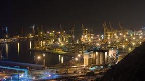 BARCELONA, CATALONIË - JULI ZESENTWINTIGSTE 2017: Timelapse van haven van het bovengenoemde schepen varen stock video