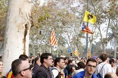Barcelona, Catalonië, Spanje, 27 Oktober, 2017: de mensen vieren stem om onafhankelijkheid van Catalunya dichtbij Parc Ciutadella royalty-vrije stock afbeelding