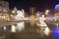 barcelona Catalonia bożych narodzeń dekoracj fontanny noc plac Spain Obrazy Royalty Free