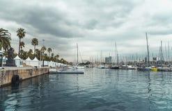 BARCELONA, CATALONIA HISZPANIA, PAŹDZIERNIK, - 10, 2016 Jachty w porcie V Obrazy Stock