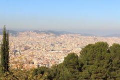 Barcelona cityscapepanorama som ses från Montjuic, Spanien Royaltyfri Bild