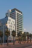 Barcelona constructiva moderna en el amanecer imagenes de archivo