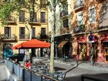 Barcelona en av de lilla fyrkanterna på foten av den Montjuic kullen Royaltyfri Bild