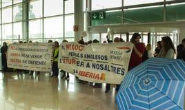 BARCELONA, ESPAÑA - 13 DE FEBRERO: Huelga de los trabajadores de la línea aérea de Iberia Fotos de archivo