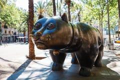 Barcelona, España - 20 de abril de 2016: Escultura del gato en el EL Raval Imagen de archivo libre de regalías