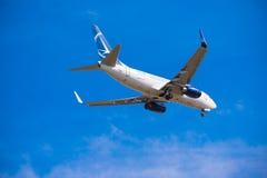 BARCELONA, ESPAÑA - 20 DE AGOSTO DE 2016: Tarom llega el aeropuerto en horario Copie el espacio para el texto Fotografía de archivo libre de regalías