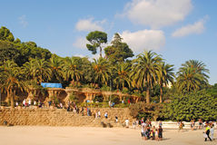 BARCELONA, ESPAÑA - 12 DE AGOSTO: Paisaje con las palmeras en el P Imagen de archivo libre de regalías