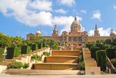 BARCELONA, ESPAÑA - 12 DE AGOSTO: Palau Nacional de Montjuic en Augu Foto de archivo