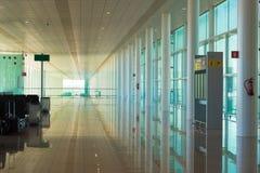 BARCELONA, ESPAÑA - 25 DE FEBRERO DE 2017: Sala de espera del aeropuerto Copie el espacio para el texto Foto de archivo