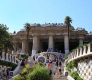 BARCELONA, ESPAÑA - 8 DE JULIO: El parque famoso Guell el 8 de julio de 2014 Imagen de archivo