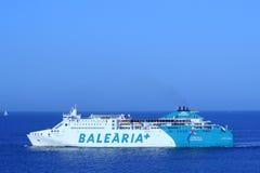 BARCELONA, ESPAÑA - 24 de julio: la nave Balearia+ alinea el título a Imagenes de archivo