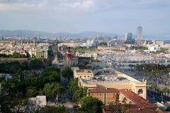 Barcelona, España - 17 de mayo de 2014: El teleférico al top de la colina de Montjuic Fotos de archivo