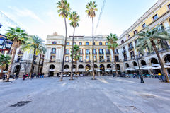 BARCELONA, ESPAÑA - 10 de noviembre: Plaza Placa real Reial Cataluña cuadrada real Fotos de archivo libres de regalías