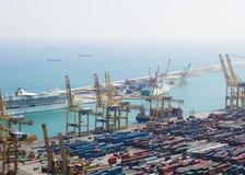 Barcelona, España - 11 de septiembre de 2016: Opinión sobre el puerto de comercio de Barcelona de Montjuic Imagenes de archivo