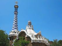 05 07 2016, Barcelona, España: La entrada del parque Guell con los mosaicos famosos Foto de archivo