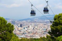 Barcelona, España - septiembre de 2017: Opinión aérea de la ciudad de Barcelona, teleférico de Montjuic, Barcelona, Cataluña, Esp Fotografía de archivo libre de regalías