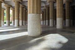 Barcelona España por los cientos pilares famosos parquea Guell Fotografía de archivo