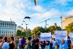 Barcelona, Espanha - 21 de agosto de 2017: os muçulmanos marcham no centro da cidade contra o terrorismo e no preconceito no Islã Fotografia de Stock