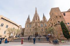 BARCELONA, ESPANHA - 16 DE FEVEREIRO DE 2017: Catedral da cruz e do St santamente Eulalia Copie o espaço para o texto Fotos de Stock Royalty Free