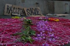 Barcelona, Espanha 12 de outubro de 2017: proteste contra a celebração da descoberta de América fotos de stock