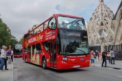 Barcelona, Espanha - 24 de setembro de 2016: Hop no lúpulo fora do ônibus de turista em Barcelona Imagem de Stock Royalty Free