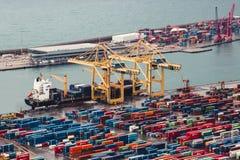 BARCELONA, ESPANHA, o 5 de fevereiro de 2018, navio mo do transporte da carga imagens de stock