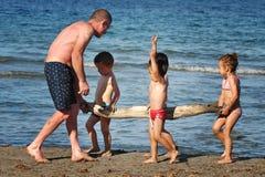 Barcelona, Espanha, o 23 de junho de 2013 - a costa mediterrânea, playin Imagens de Stock Royalty Free