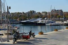 Barcelona Hiszpania, Grudzień, - 27, 2015: Piękni jachty w Portowym Velle Zdjęcie Royalty Free
