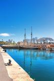 Barcelona Hiszpania, Kwiecień, - 17, 2016: Wiele jachty kłama przy Portowym Vell żołnierzem piechoty morskiej Zdjęcia Royalty Free