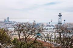 Barcelona, Hiszpania - 22 Kwiecień, 2016: Panoramiczny widok Barcelona od Montjuic w letnim dniu w Hiszpania Fotografia Stock