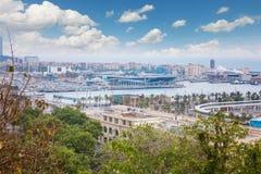 Barcelona, Hiszpania - 22 Kwiecień, 2016: Panoramiczny widok Barcelona od Montjuic w letnim dniu w Hiszpania Zdjęcia Stock