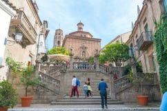 Barcelona Hiszpania, Listopad, - 2nd, 2013: Turysta wspinaczki kroki w czarować Barceloneta Zdjęcie Royalty Free