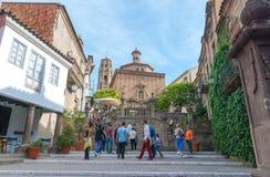 Barcelona Hiszpania, Listopad, - 2nd, 2013: Turysta wspinaczki kroki w czarować Barceloneta Obraz Stock