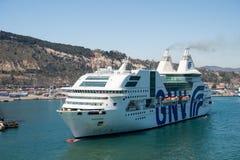 Barcelona Hiszpania, Marzec, - 30, 2016: pasażerskiego statku GNV rapsod Genova w schronieniu Rejs wycieczka dalej i Zdjęcia Stock