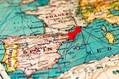 Barcelona, Hiszpania przyczepiał na rocznik mapie Europa zdjęcie stock