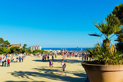 Ludzie odwiedzają Parkowego Guell w Wrześniu 13, 2012 w Barcelona, Obraz Stock