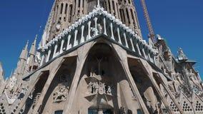 Barcelona, Hiszpania Wrzesień 2018 Setki turysta stoi w kolejce dostawać wśrodku Sagrada po całym światy zdjęcie wideo