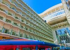 Barcelona Hiszpania, Wrzesień, - 06, 2015: Statku wycieczkowego urok morza posiadał Królewskiego Karaibskiego zawody międzynarodo Obraz Royalty Free