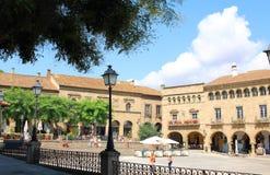 BARCELONA, IM JULI 2017: Traditionelle alte spanische Kirchenfassade Stockfotos