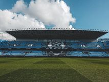 Barcelona Jersey av Patrick Kluivert i Malaga stadion royaltyfria foton