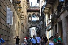 22 Barcelona-JULI: Carrer del Bisbe Irurita in het Gotische Kwart op 22 Juli, 2012 in Barcelona. Catalonië. Spanje. Stock Fotografie