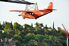 BARCELONA-JULY 25 :停放与为巴塞罗那马德里路线服务第一架飞机的复制品。 库存图片