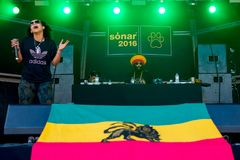 Congo Natty feat. Congo Dubz, Tenor Fly, Nanci and Phoebe perform in a concert at Sonar Festival. BARCELONA - JUN 17: Congo Natty feat. Congo Dubz, Tenor Fly Stock Image